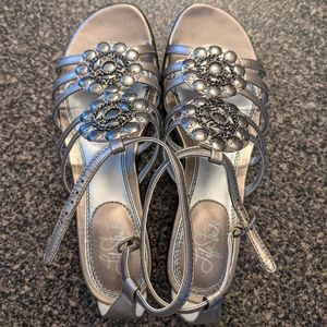 Life Stride size 8.5 metalli fancy detail sandals